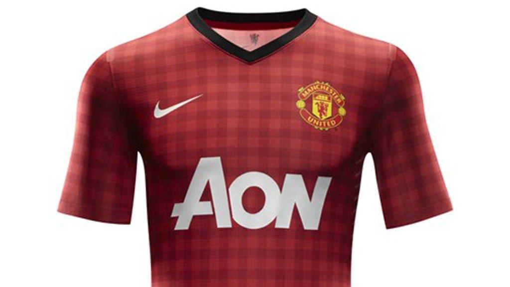 1042976c Manchester United , Drakt | «Er det en duk?»