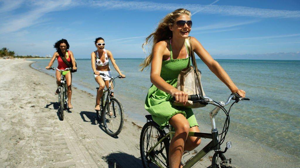 En sykletur på stranda i Hellas, Spania, Thailand, Frankrike eller Italia i sommer ville vel ikke vært så ille?
