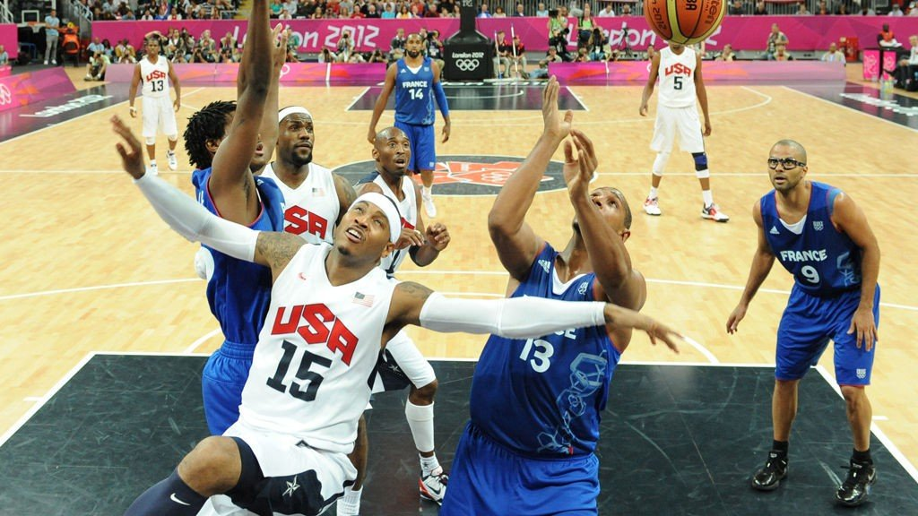 US forward Carmelo Anthony (2dL) reacts after shooting while being challenged by French forward Boris Diaw (R) next to French guard Tony Parker (R) during the Men's Preliminary Round Group A match United States vs France at the London 2012 Olympic Games , on July 29, 2012 in London. AFP PHOTO / POOL/ MARK RALSTON