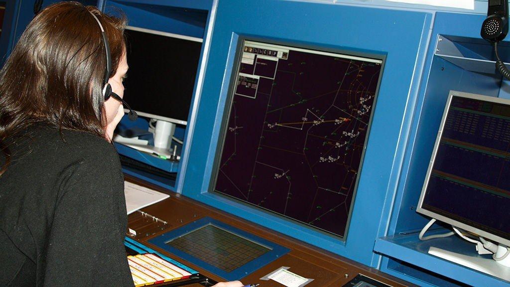 Kontrollsenteret på Røyken er også rammet av for få flygeledere på jobb.