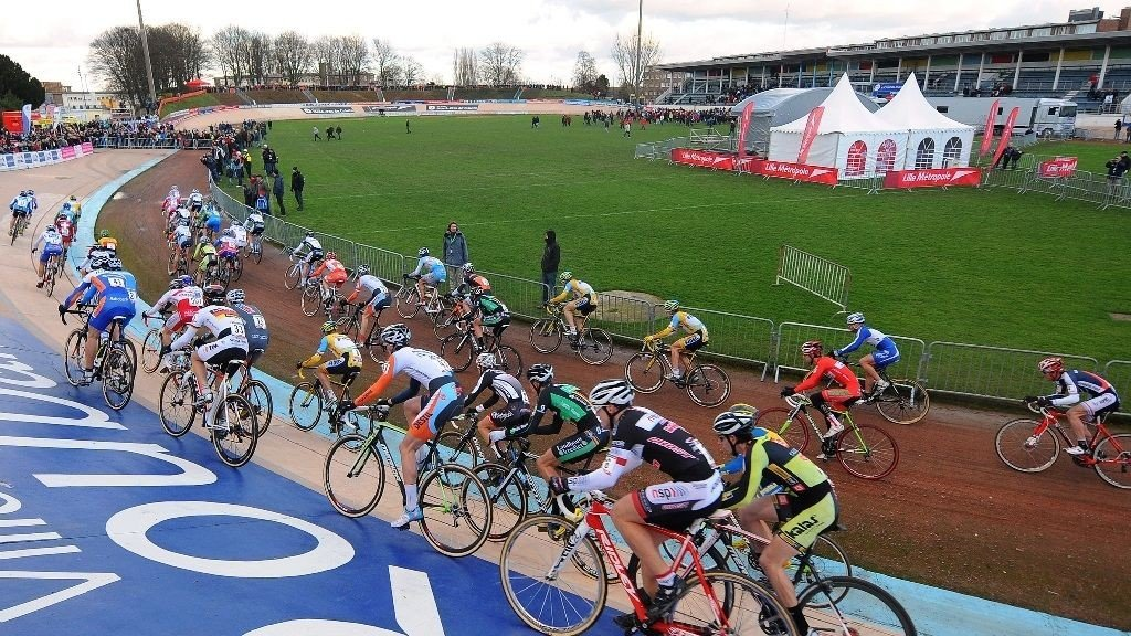 BRUKES ÅRET RUNDT: Det er ikke bare til Paris-Roubaix velodromen i Roubaix er målgang til store sykkelløp. Hver vinter avholdes det også sykkelcross ritt med målgang her.