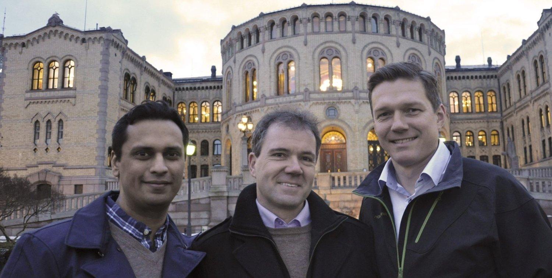 STORTINGSDRØM: Mudassar Kapur (t.v.) er på femteplass for Oslo Høyre og har fortsatt Stortinget i siktet. Ståle Hagen fra Prinsdal kom på 19. plass, mens Steinar Wulfsberg-Gamre fra Ljan er ute av listen. FOTO: SARA V. WILSGAARD