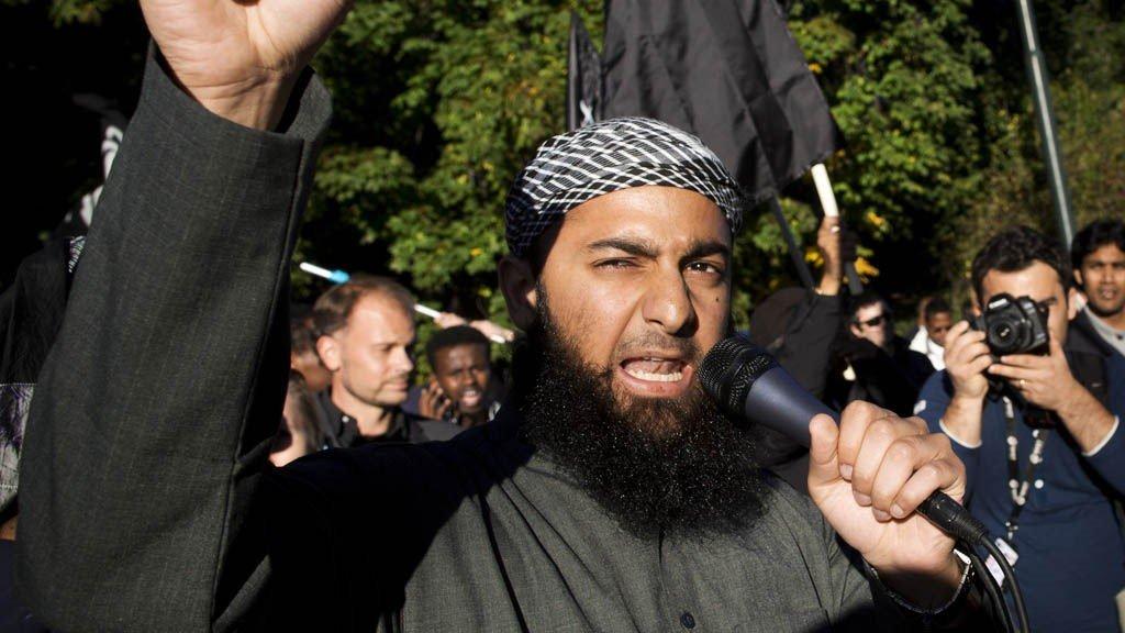 Den radikale islamisten Ubaydullah Hussain er allerede siktet for å ha truet to journalister.