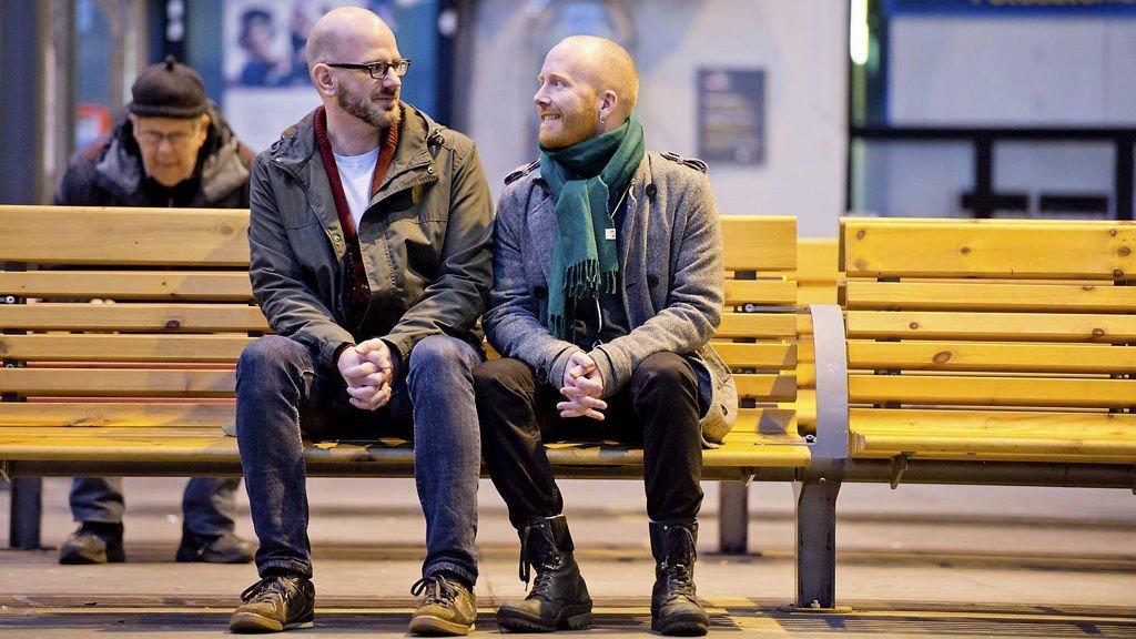 Kevin Ross Hannah fra USA og norske Nils Kristian Olsen er gift, men per dags dato er det mye som står i veien for at de skal få leve som et normalt ektepar i Norge