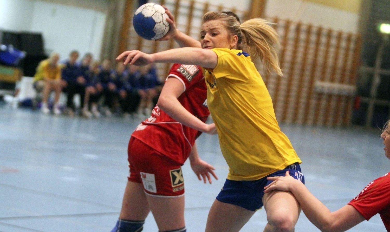 HOLDT IKKE: Carina Skjæret og BSK åpnet friskt mot Fredrikstad, men ble et nummer for små utover i kampen.