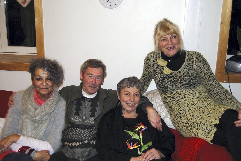 Sosialt: Turi Tingelholm, Bjørn Hermansen og Margarita Kaasa setter pris på det sosiale fellesskapet. Her sammen med leder Inger Fossli.Alle foto: Stine Machlar