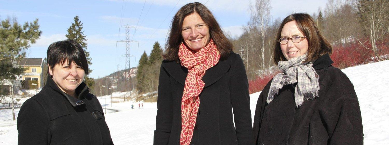 Blir det som Bente M. Larsen, Libe Rieber-Mohn og Katrino Ore vil, forsvinner mastene gjennom Mærradalen og Hovseterdalen. Foto: Vidar Bakken