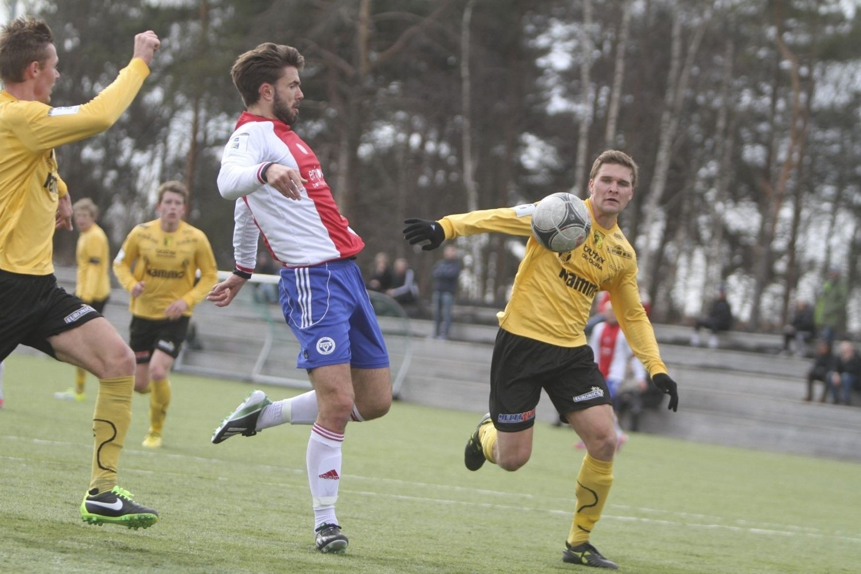 BLIR EN SUKSESS: Torstein Andersen Aase vil bli en suksess i KFUM/Oslo, mot Raufoss scoret den dyktige spissen ett mål. Foto: Arild Jacobsen