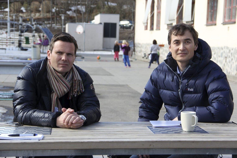 Marius Kragstad (til venstre) og John A. Bakke sammen med andre foreldre protesterte hardt mot planene å flytte elever fra Bestum skole til Lysejordet skole og senere til Bjørnsletta skole. Nå er de hørt av Utdanningsetaten. Foto: Vidar Bakken