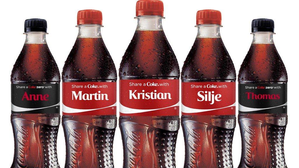 NAVNEFLASKER: Du kan få en cola med ditt eget navn på.