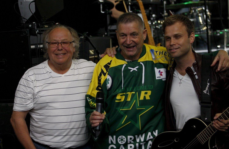 KLAR: Stein og Christian Ingebrigtsen før konserten. I midten står konferansier Jan «Biaf» Kristiansen.