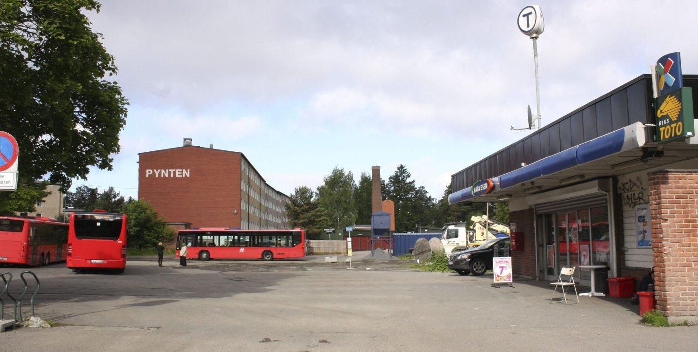 BERGKRYSTALLEN: Oslo kommune vil utvikle denne tomten til bolig, parkering, næring, barnehage og grøntareal/torg. «Førsteutkast» av planene er nå sendt til Plan- og bygningsetaten. Foto: Kristin Trosvik