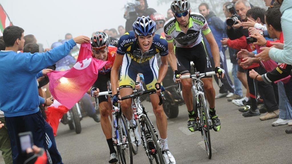 Wouter Poels, Bradley Wiggins og Denis Mensjov sliter seg opp Alto de l'Angliru.Monsterbakken kan avgjøre årets Vuelta a Espana