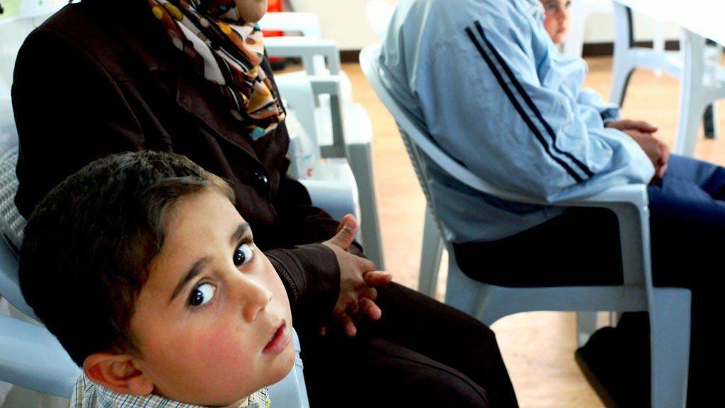 Zaatari, Jordan 20131225. Fem år gamle Mohid kom bort fra foreldrene under flukten fra Syria, men ble til alt hell funnet av naboer og gjenforent med familien. I dag lever de i den store Zaatari-leiren i Jordan. Foto: Nils-Inge Kruhaug / NTB scanpix