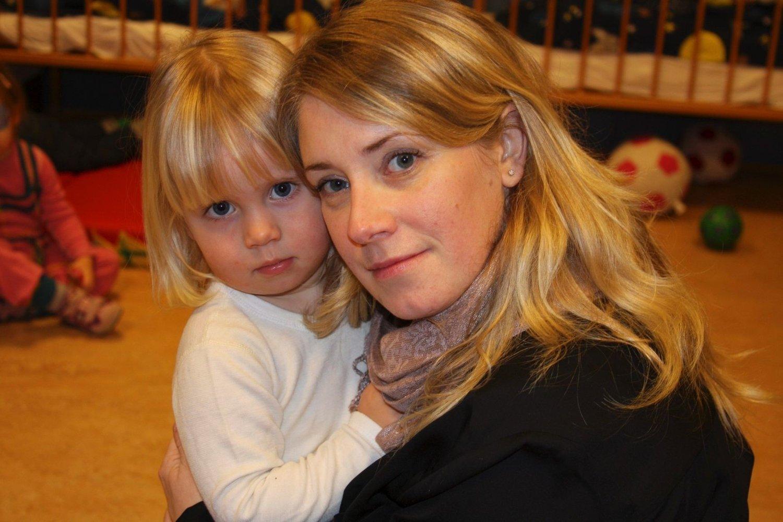 FRYKTER USIKKERHET: Mamma Guro Sandes og Emma (2) frykter fremtiden når Ospa barnehage skal settes ut på anbud.