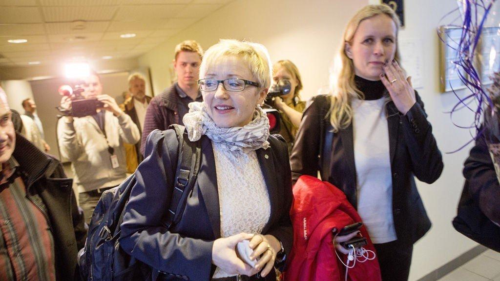 Liv Signe Navarsete forlater Senterkonferansen i Kongsberg etter å ha sagt at hun er innstilt på å trekke seg som leder av Senterpartiet.