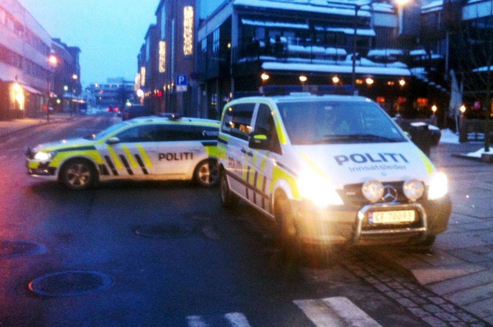 En rekke politipatruljer måtte stille seg opp i Lillestrøms gater søndag.