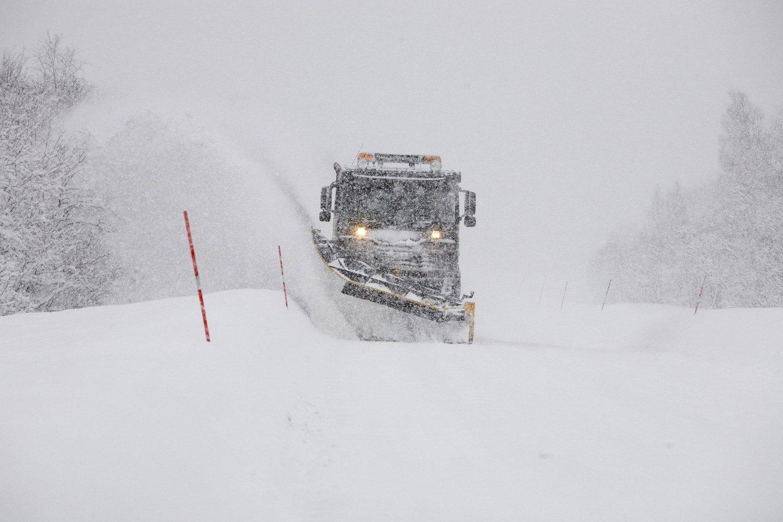 Brøytemannskapene i Tromsø får pengene sine selv om det ikke er snø som må fjerner.