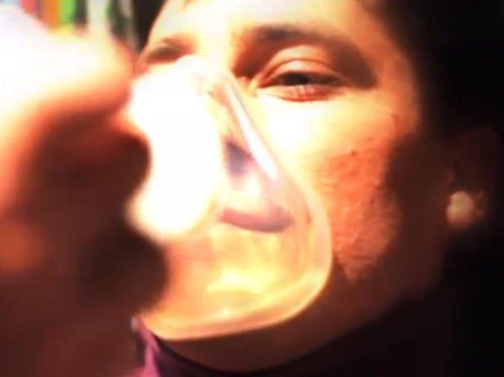 INHALERER: En amerikansk dokumentar om Sotsji-OL viser hvordan xenon inhaleres.