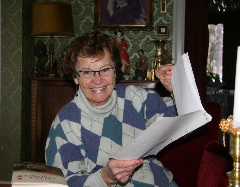 DOKUMENTASJON: All vel-jobben er dokumentert, og Gudveig Henryette Aaby, viseformann, skriver nå historien til vellet. Foto: Kristin Tufte Haga
