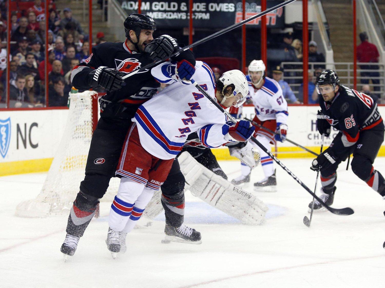 TILBAKE: Mats Zuccarello var tilbake for New York Rangers mot Carolina Hurricanes.