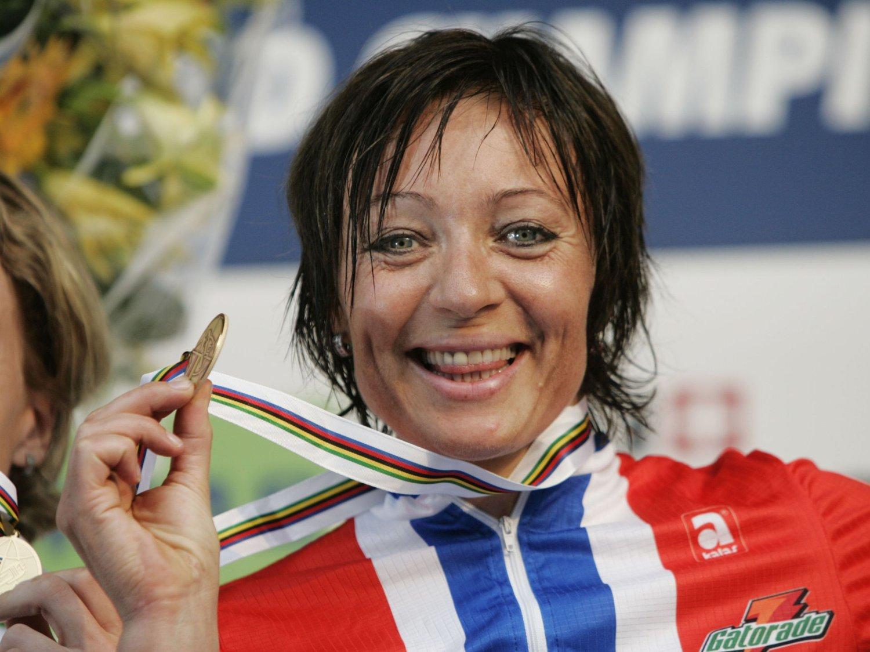UTRADISJONELL: Anita Valen har flere ganger gått til ekstreme skritt for å vinne sykkelløp. Bildet er fra sykkel-VM i Verona, da hun ble nummer tre på fellesstarten.
