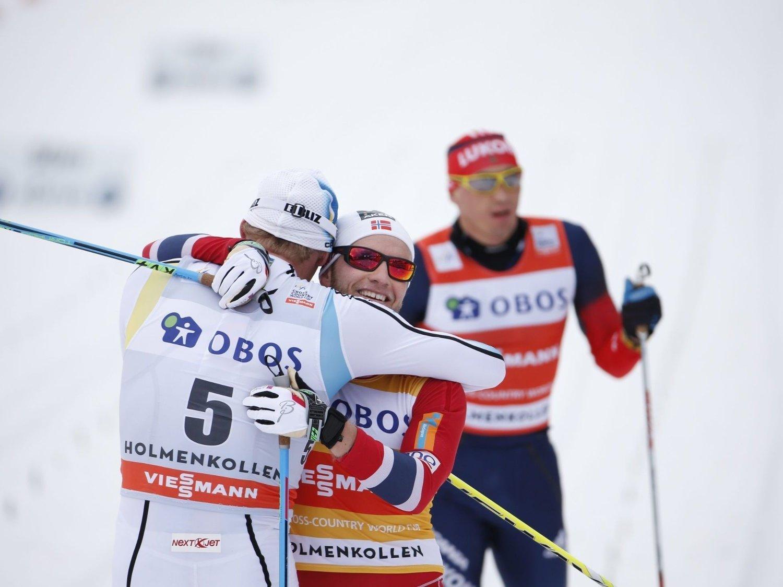 SIKRET SAMMENLAGTSEIEREN: Martin Johnsrud Sundby sikret sammenlagtseieren i verdenscupen under lørdages femmil i Holmenkollen, men ble slått av svenske Daniel Richardsson i kampen om seieren.
