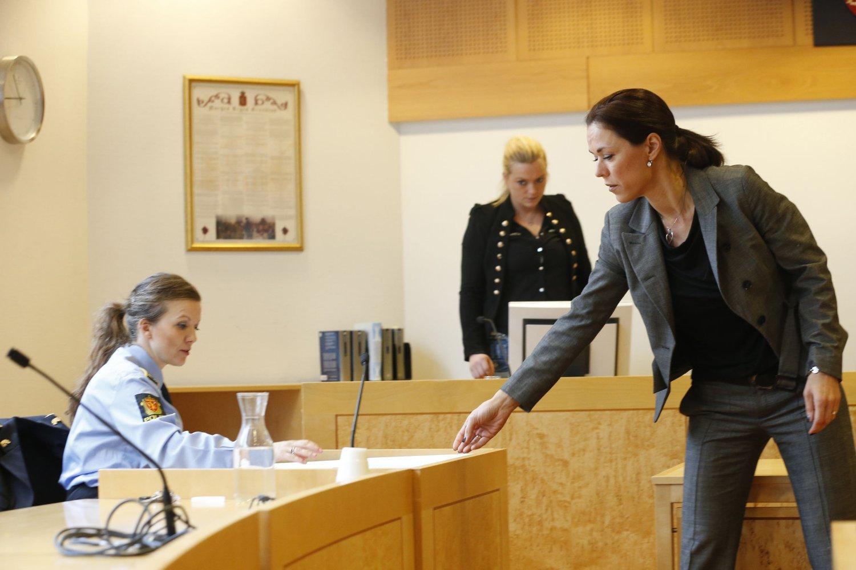 Aktor Lisbeth Ravlo Backe og forsvarer Marijana Lozic i fredagens fengslingsmøte i Asker og Bærum tingrett mot sønnen til hovedmannen i den store hasjsaken.