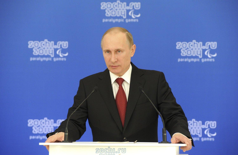 ALLIERTE KAN BLI STRAFFET: Flere av president Vladimir Putins nærmeste medarbeidere kan få innreiseforbud til EU og USA, melder avisen Bild.