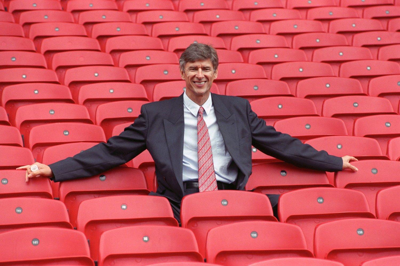 FØRSTE DAG: Dette bilde ble tatt under presentasjonen av Arsene Wenger som ny Arsenal-manager i 1996.