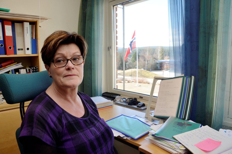 UVIRKELIG: Rektor Torill Skikstein ved Enger skole hadde sin tøffeste arbeidsdag noensinne i går. Fire av skolens sju klasser er direkte berørt av gassulykken på en hytte like ved Hokksund som tok livet av en gutt og hans mor.