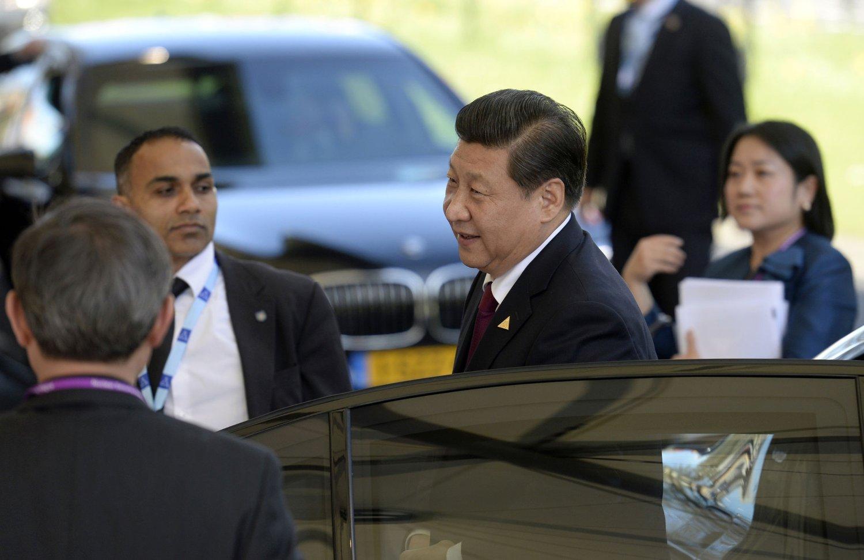 Kinas partileder og president Xi Jinping, her fotografert i Haag mandag, fortsetter å slå ned alle tegn til opposisjon i Kina.