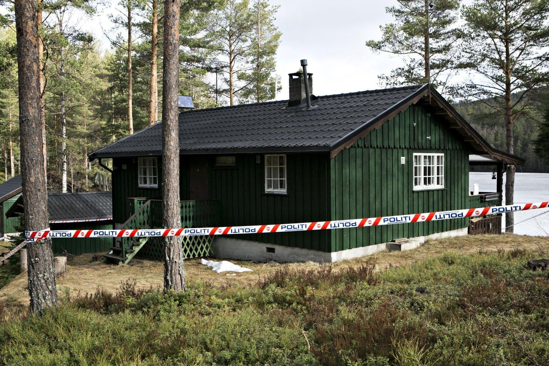 To personer omkom lørdag natt i en hytte i Hokksund.