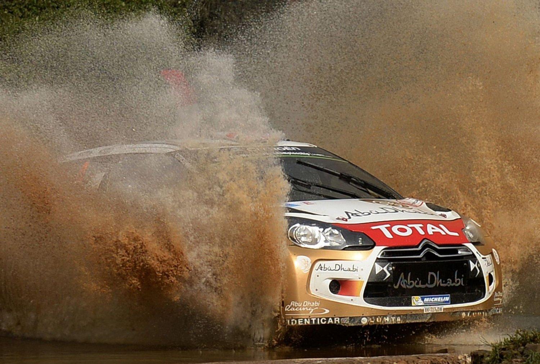 MED I KAMPEN: Mads Østberg kjemper for en plassering blant de tre øverste i VM-rallyet i Portugal.