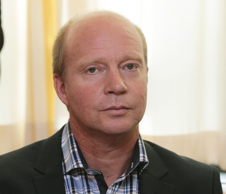 Ketil Kjenseth i Venstre ankommer møtet til Venstres nye stortingsrepresentanter torsdag på Stortinget.