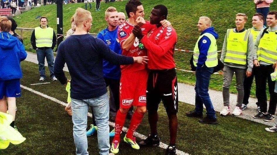 RASENDE: Branns Stéphane Badji (24) ble utsatt for rasisme da han selv eksploderte etter cupkampen mot Varegg, skriver Bergensavisen. BA understreker at personene på dette bildet ikke har noe med rasismen og apelydene å gjøre.