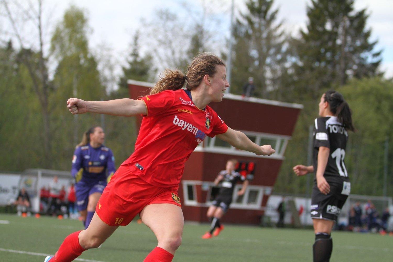 MÅÅÅÅL: Synne Skinnes Hansen jubler etter å ha satt inn 2-0 etter et kvarters spill.