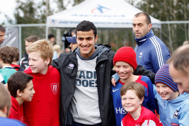 FORBILDE: Harmeet Singh ønsker nå å oppdage og hjelpe talentfulle fotballspillere i Oslo-området. Her er han avbildet i forbindelse med en fotballskole på Nesodden.