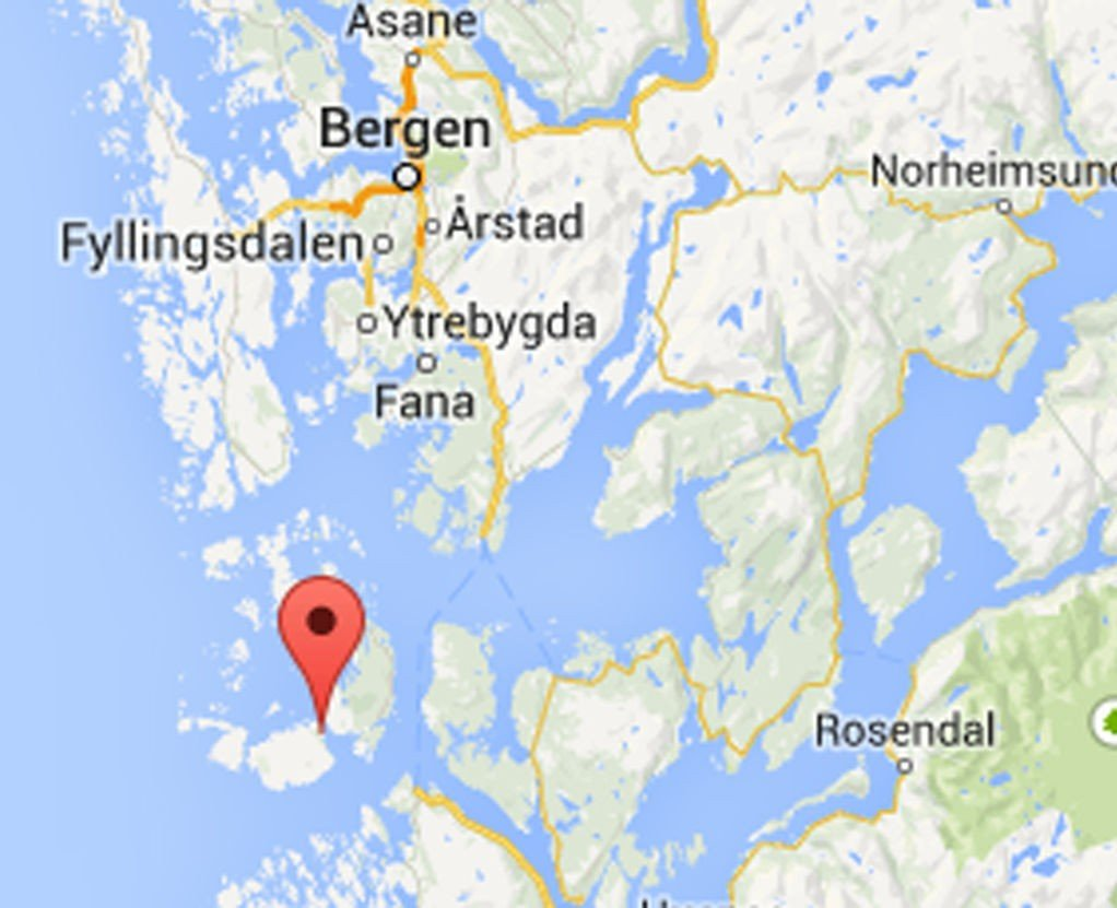 Mannen ble funnet ved den gamle fergekaien i Bekkjarvik på Austevoll.