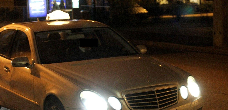 De to tyvene fikk forklaringsproblemer da politiet oppdaget kassaapparatet mellom dem i taxien.