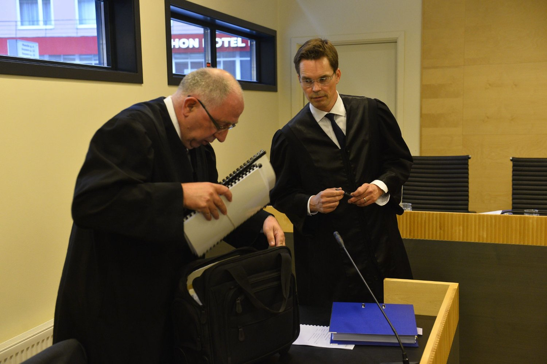 Statsadvokat Tormod Haugnes (t.v.) og forsvarer Marius Oscar Dietrichson under ankesaken om prøveløslatelse av NOKAS-dømte Metkel Betew i Borgarting lagmannsrett tidligere i juni.
