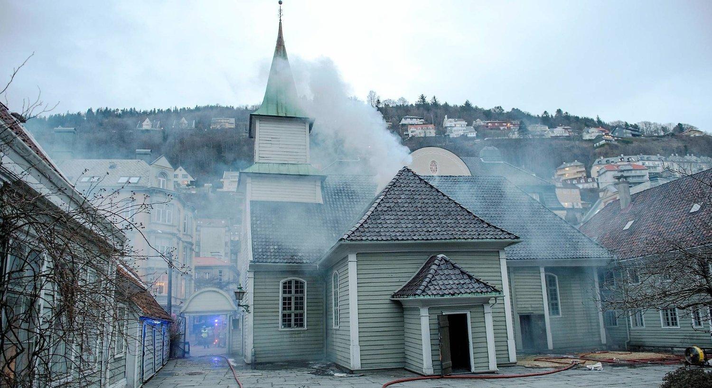 DØMT FOR BRANNSTIFTELSE: Tre branner eller branntilløp i Bergen sentrum var påsatt. En kvinne meldte seg senere for politiet og sa hun stod bak. Alle brannene var i gamle trehus. Den første ble meldt i Bredenbecksmauet, den andre i Sankt Jørgen kirke i Lepramuseet og den tredje i Skolemuseet i den gamle Latinskolen i Lille Øvregate 38.
