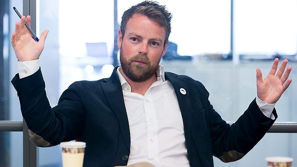 NYBAKT PAPPA: Kunnskapsminister Torbjørn Røe Isaksen har blitt far for første gang. Dette bildet ble tatt da han var gjesteredaktør i Nettavisen høsten 2013.