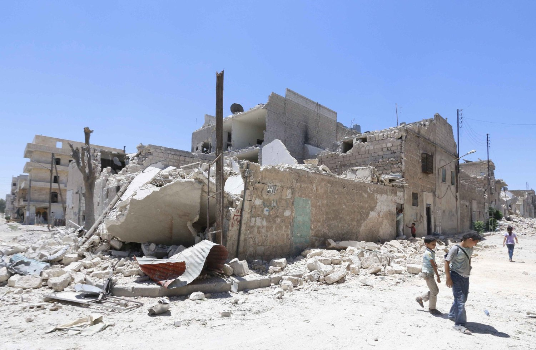 USA vil ikke ha noe syrisk engasjement for å løse krisen i Irak selv om Syria og Irak kjemper mot de samme ytterliggående islamistene. Bildet er fra byen Aleppo nord i Syria der det syriske regimet har sluppet mengder med tønnebomber.