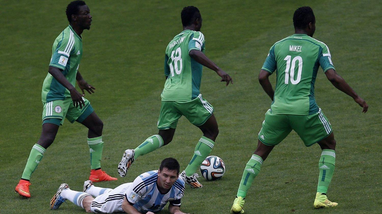 BONUSKRANGEL: De nigerianske spillerne krever mer penger etter at laget kvalifiserte seg for åttedelsfinale. Fotballforbundets generalsekretær skal ha dratt hjem for å hente mer penger.