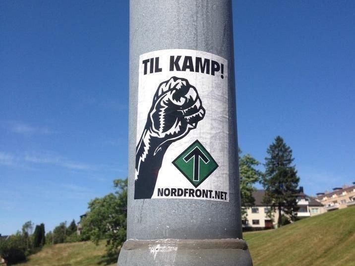 PLAKATER: Nordfronts plakater er klistret opp mange steder i landet.