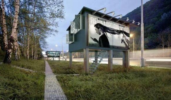 REKLAMEPLAKAT: Arkitekter i Slovakia vil gjøre reklameanlegg om til leiligheter for hjemløse.