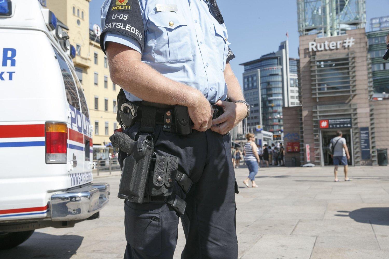 TERRORTRUSSELEN: Halvparten av de spurte i undersøkelsen sier at de er helt eller delvis enig i at økt synlighet av politi ga trygghet.