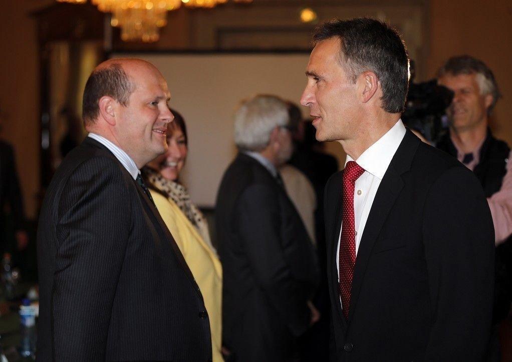 Tidligere statsminister Jens Stoltenberg (t.h.) og direktør for næringspolitikk i NHO Petter Haas Brubakk.