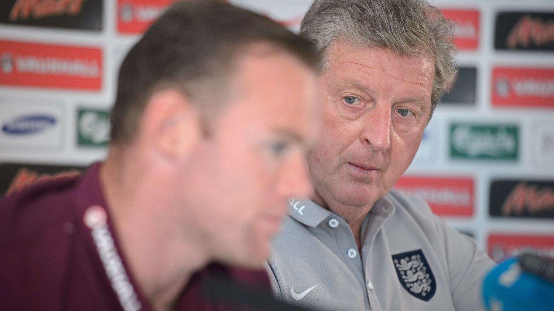 MØTTE PRESSEN: England-kaptein Wayne Rooney og manager Roy Hodgson møtte tirsdag kveld pressen i forbindelse med privatlandskampen mot Norge.